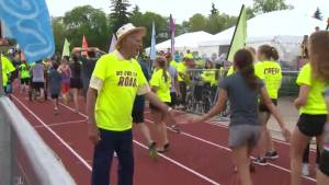 Better Winnipeg: Manitoba Marathon 'huggers' keep finish line tradition alive (01:56)