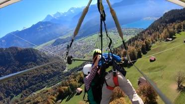First-time hang glider hangs on for dear life after pilot forgets to