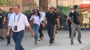 Prince Harry and girlfriend holding hands at Invictus Games (00:36)