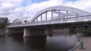 Concrete falling from Belleville bridge