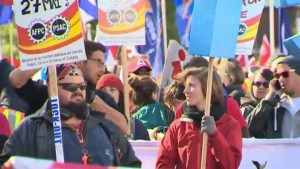 Quebecers rally for $15 minimum wage