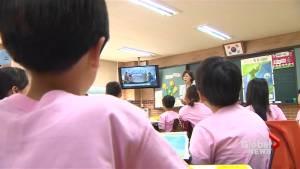 South Korean school children, citizens watch televised inter-Korean summit