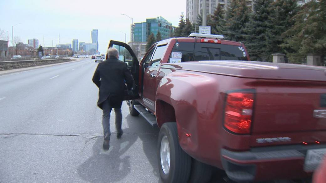 Tow Truck Ottawa >> Ottawa Tow Truck Driver Charged For Posing As Caa Service