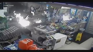 Surveillance video shows burglary suspect break in, burn down Texas store