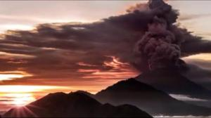 Bali volcano eruption closes airport, stranding travellers