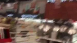 Supermarket shaking in Ecuador earthquake caught on camera