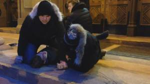 Global News journalist tackles saw-wielding man outside Ghomeshi courthouse