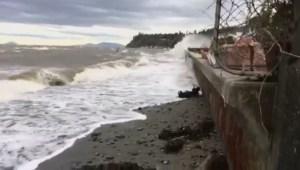 Waves crash in Tsawwassen during B.C. storm