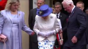 No touching! Governor General David Johnston breaks royal protocol (02:15)
