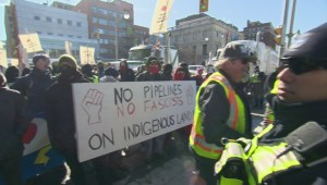 Truck convoy in support of pipelines arrives in Ottawa
