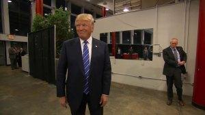 Donald Trump sends out tweets on Christmas, attacks Jeb Bush, Hillary Clinton