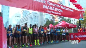 Thousands take part in 2017 Scotiabank Toronto Waterfront Marathon