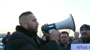 Montreal taxi drivers continue fight against Uber