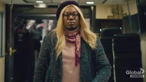 SNL's Michael Che goes 'undercover' as 'liberal white woman' named Gretchen