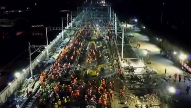1,500 Chinese engineers build train station in 9 hours