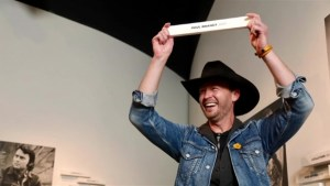Paul Brandt honoured