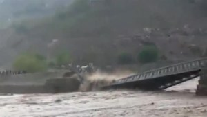 Flash floods trigger bridge collapse in Pakistan