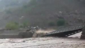 Flash floods trigger bridge collapse in Pakistan