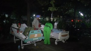 Hospital patients, people move outside following major Indonesia earthquake