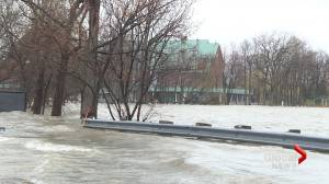 Quebec roads start to close as water levels rise