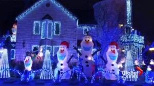 Montreal home's Christmas lights attracting residents from across the city