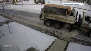 Plowed snow piling up on sidewalks raises concerns for Calgarians