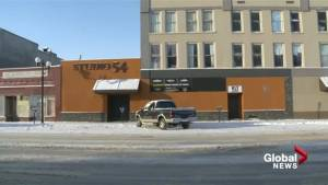 2 kids left in frigid vehicle, mothers found in nearby bar: Lethbridge police