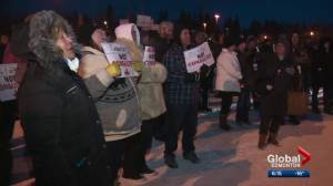 Rally protests Alberta government's plan for Bighorn Country