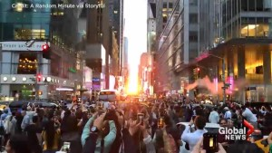 Thousands gather in New York to witness 'Manhattenhenge'