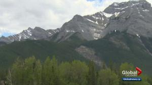 Man, 21, dead after falling off mountain near Lac des Arcs