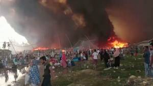 Large fire breaks out at Rohingya refugee camp in Bangladesh (06:24)