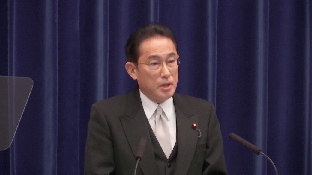 Click to play video: 'Japan's new prime minister calls for October 31 election, vows to fight COVID-19'