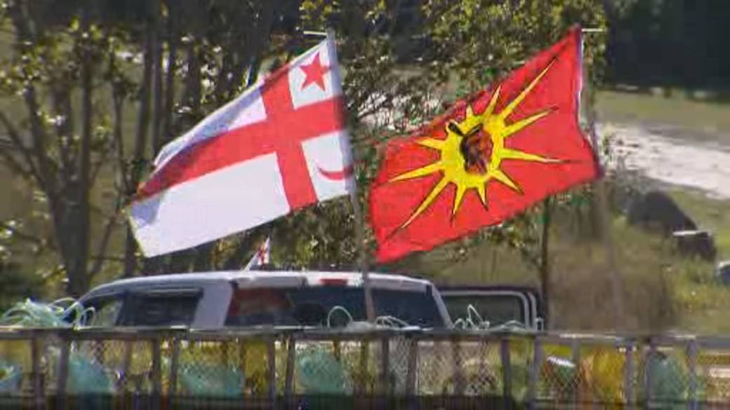 Click to play video 'Ottawa condemns violence over N.S. lobster fisheries'