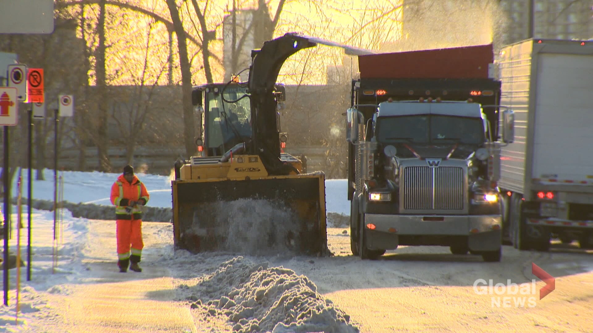 Snow removal underway after Montreal's first snowstorm