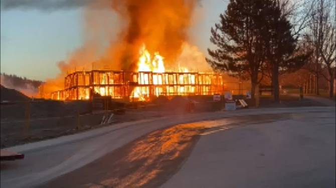 Click to play video: Building under construction in Kelowna goes up in flames