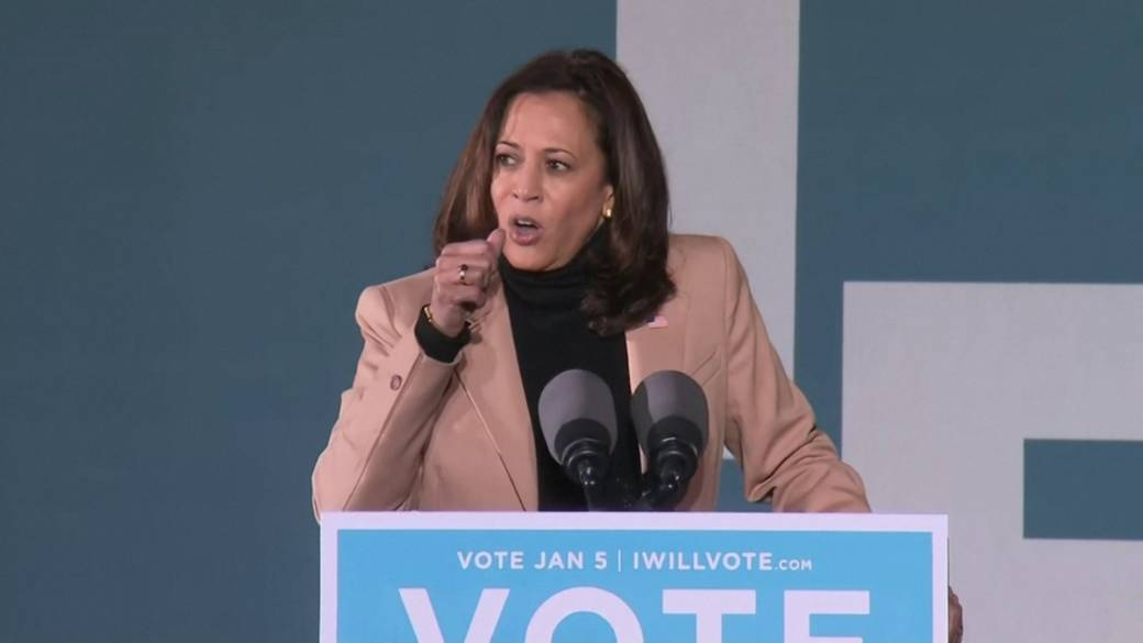 Click to play video 'Kamala Harris labels Trump's Georgia call an 'abuse of power''