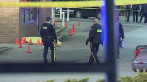 Man killed outside busy Surrey strip mall in targeted shooting (00:44)