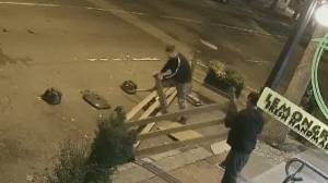 Restaurant patio theft caught on camera in Gastown (02:12)