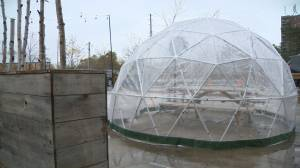 Coronavirus: Could 'snow pods' extend Toronto's patio season? (01:44)