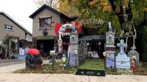 West Island couple creates COVID-19-friendly Halloween yard (02:09)