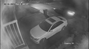 Dramatic surveillance video appears to show Surrey shooter in action (01:57)