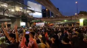 Thai protests: Tens of thousands protest across Thailand in defiance of government crackdown (01:47)