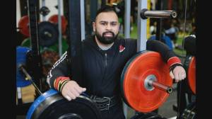 Vancouver powerlifter flexes his muscles
