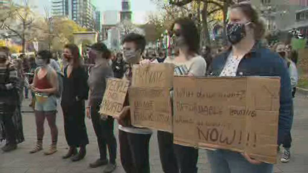 Click to play video 'Halifax tenants rallies for rent control'
