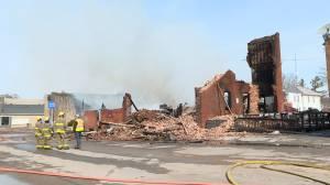 Fire destroys landmark in Tweed north of Belleville (02:13)