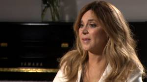 "Extended interview: Julie Snyder shares her memories of ""Maman Dion"""