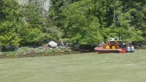 B.C. kayaker helps rescue man stuck on a rock for 4 days (01:52)