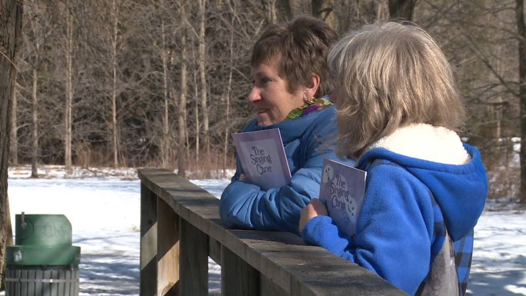 Click to play video: 'Durham author publishes book of poetry to honour late father'