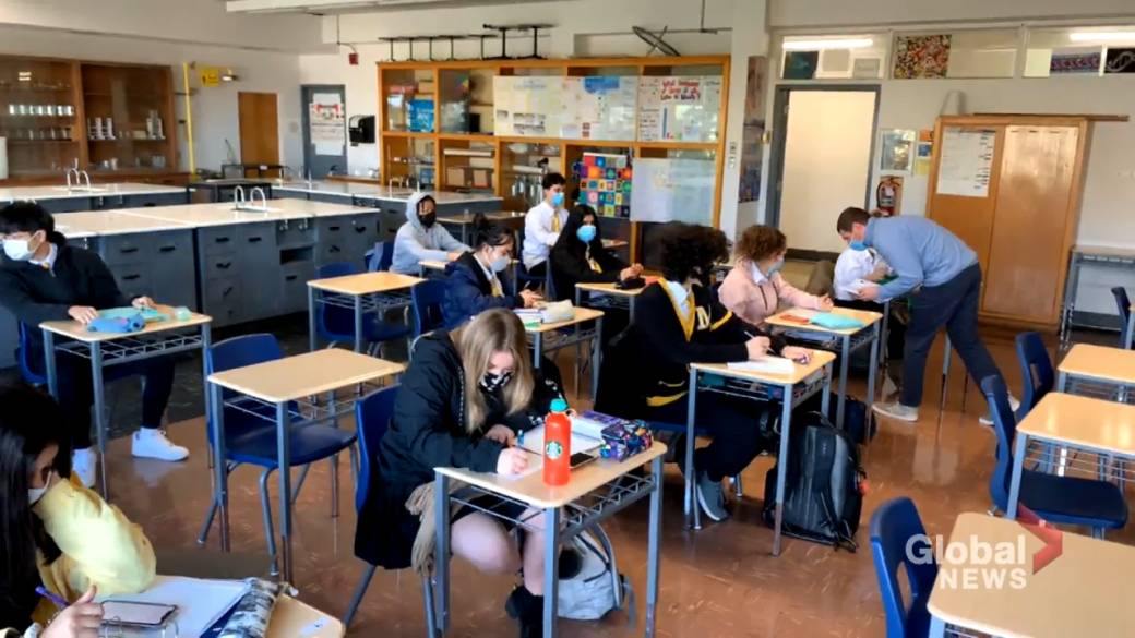 Click to play video 'The added stress of COVID-19 is taking its toll on Quebec teachers'