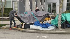 Homeless tent quickly cleared from sidewalk in front of Vancouver mayor's apartment (02:19)